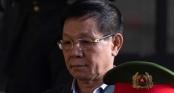 Cựu tướng Phan Văn Vĩnh xin điều trị y tế, rời sân tòa khi 90 bị cáo khác đang bị xét hỏi