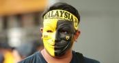CĐV Malaysia trưng khẩu hiệu chào mừng fan Việt Nam tới \