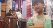 Câu chuyện về 6 đứa trẻ lang thang ăn vội miếng gà rán thừa và cách hành xử lễ phép khiến nhiều người thương cảm