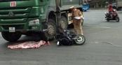 Xe máy va chạm với xe tải, cháu bé 2 tuổi tử vong thương tâm