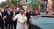 NSND Trung Hiếu được vợ kém 19 tuổi hôn đắm đuối trong lễ cưới tại Sơn La