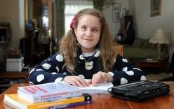 Bé gái mù 10 tuổi phiên dịch cho Nghị viện châu Âu