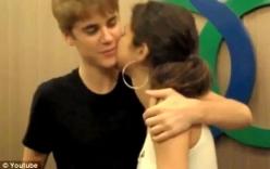 Justin Bieber công khai khóa môi Selena Gomez