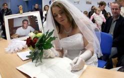 Rớt nước mắt trước những đám cưới với... người đã chết
