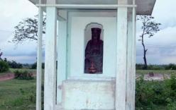 Lạ lùng pho tượng quý 500 tuổi giữa cánh đồng