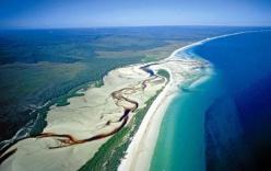 Khám phá đảo cát lớn nhất thế giới
