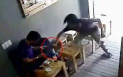 Xông vào quán cafe cướp iPad trên tay khách