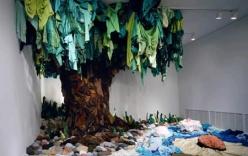 Những tác phẩm điêu khắc ấn tượng từ quần áo tái chế