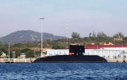 Tàu ngầm Hà Nội hùng dũng tiến ra Biển Đông