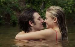 Người yêu màn ảnh của Vanessa Hudgens nồng nàn bên bạn gái mới