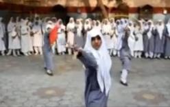 Video nữ sinh Ấn Độ biểu diễn võ Việt Nam độc đáo
