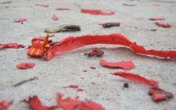 Xác pháo đỏ đường trong sáng mùng 1 tết