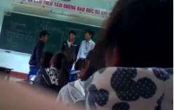 Bị giáo viên tát, học sinh đánh trả thầy ngay trên bục giảng