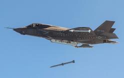 Clip: Không quân Mỹ ném bom nhầm vào lính bộ binh