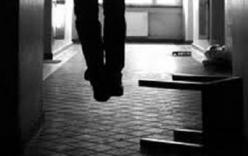 Nữ cán bộ Tuyên giáo huyện thắt cổ tự tử