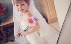 Bé gái 4 tuổi thiết kế váy hàng hiệu từ giấy