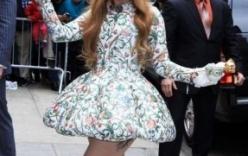 Lady Gaga diện váy ngắn cũn cỡn khoe hình xăm ở vị trí nhạy cảm