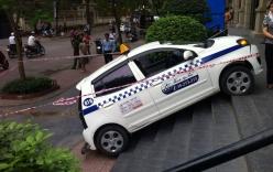 Taxi leo vỉa, tông bị thương người cao tuổi