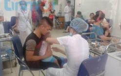 Dịch sởi: Đổ xô đưa trẻ đi tiêm miễn phí vắcxin sởi