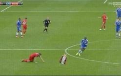 """Bình luận: Cú trượt ngã rất """"đời"""" của Gerrard"""