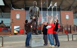 David Moyes được dựng tượng trước sân Liverpool vì