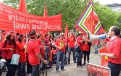 Dòng người biểu tình phản đối Trung Quốc rực đỏ tại Hannover