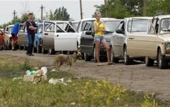 Lệnh ngừng bắn kết thúc, người Ukraine xếp hàng dài tháo chạy sang Nga