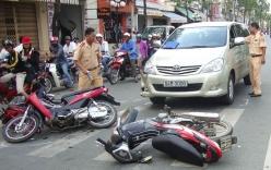 Xe khách vượt ẩu gây tai nạn liên hoàn