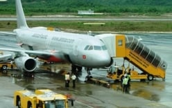 Vụ máy bay Jetstar mất liên lạc: Đình chỉ kiểm soát không lưu