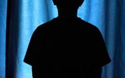 Mẹ đẻ cưỡng bức con trai 12 tuổi vì bạn tình yêu cầu