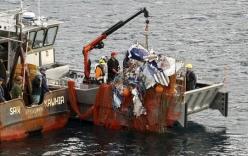Phát hiện xác máy bay chứa thi thể người trên biển