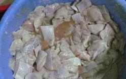 Kinh hoàng với cảnh chế biến cơm bình dân từ thịt lợn bệnh, cà thối