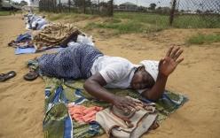 Xót xa những cái chết thương tâm bởi Ebola: Câu chuyện chưa có hồi kết