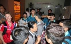 Sập trần nhà thi đấu Phan Đình Phùng: VĐV, trọng tài chạy tán loạn