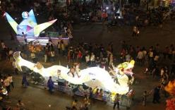 Clip: Cận cảnh đèn lồng khổng lồ tại hội Trung thu Tuyên Quang