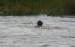 Một phụ nữ bơi 2 tiếng vượt sông đến bệnh viện sinh con