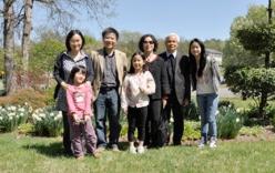 Phương pháp dạy con pha trộn hai nền văn hóa của GS Ngô Bảo Châu