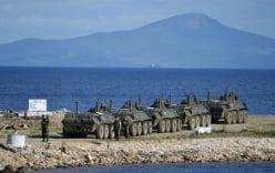 Xe bọc thép Nga bị sóng đánh chìm khi tập trận, 3 binh sĩ tử nạn