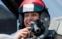 Chùm ảnh: Nữ phi công xinh đẹp UAE dẫn đầu đoàn không kích IS tại Syria