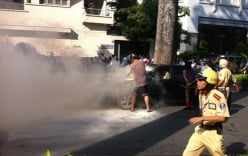 Tp.Hồ Chí Minh: Ô tô biển xanh bỗng nhiên bốc cháy ngùn ngụt trên đường