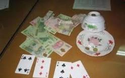 Bắt quả tang hiệu trưởng đang đánh bạc