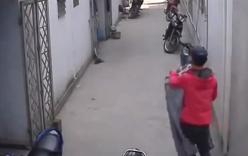 Clip kẻ trộm ăn trộm quần áo bị sinh viên tung cước như phim hành động
