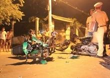Hai môtô đối đầu trên đường Hồ Chí Minh, 5 người thương vong