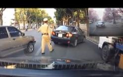 Xe ô tô lấn làn vì tránh cảnh sát giao thông