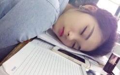 Nữ sinh Việt ngủ gật trong lớp gây