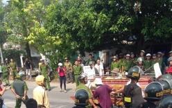 Clip: Đường Móng Cái ùn tắc vì vụ mang quan tài diễu phố