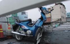 Chạy xe máy ngược chiều, nam thanh niên tông vào taxi, nguy kịch