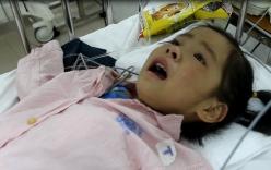 Bé gái 6 tuổi cận kề cái chết vẫn lo bị