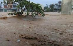 Biển nước nhấn chìm thị trấn Đầm Hà
