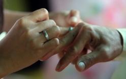 """Trung Quốc bắt 11 kẻ đào trộm xác phụ nữ bán cho """"đám cưới ma"""""""